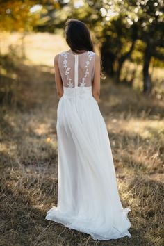 Rochie Mara - Oana Nutu Wedding Dress 2019 Bride Bridal Fashion Trends Modern Fashion Designer Collection Tulle Polka Dotts Pearls Ruffles Silk Embroidered Embroidery Couture BoHo Chic Pampas Flowers Bouquet Country Style Modern Fashion, Fashion Design, Fashion Trends, Modern Muse, Embroidered Silk, Bridal Fashion, Designer Collection, Country Style, Bridal Style