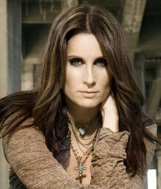 terri clark - Real name terri Lynn sauson, signed to mercury records in were she released her first self titled album. Country Female Singers, Country Music Artists, Country Music Stars, Terri Lynn, Sara Evans, Country Hits, Country Girl Style, Beautiful Actresses, How To Look Pretty