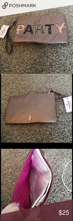 NWT JUICY COUTURE MAKE UP BAG WRISTLET NWT JUICY COUTURE MAKE UP BAG WRISTLET Juicy Couture Bags Cosmetic Bags & Cases