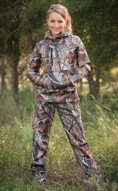 Good list of companies that sell women's hunting gear. Cause it's so frustrating at cabelas, you get a choice of 2 pairs of pants and all in size L and up usually