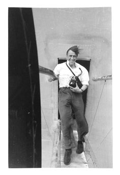 Passagier Alfred Tritschler auf dem Steg zwischen Rumpf und Motorgondel. Foto: Alfred Tritschler