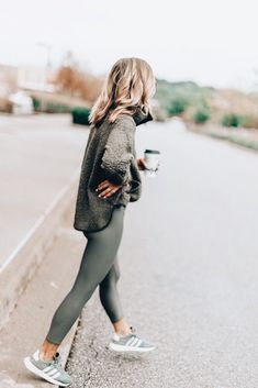 Cozy Fleece for Fall Cute women's fashion chic casual street style outfit inspiration ideas. Becky Hillyard from Celle Jane. Street Style Outfits, Casual Street Style, Casual Outfits, Cute Outfits, Casual Athletic Outfits, Casual Shoes, Casual Style Women, Women Fashion Casual, Olive Outfits
