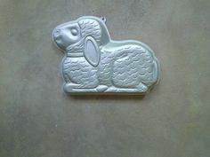 Cuddle Lamb Wilton Character Pan