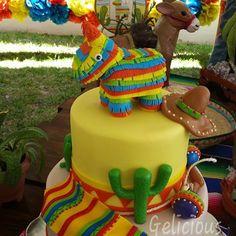 Piñata de burrito sacado de la hermosa invitación #piñata #mexicancake #vivamexico #edible #quesodebolaynutella #fondant #figuradeazucar #geliciouschetumal #pasteltemamexicano #mexicodemixorazon #alamexicana Mexican Themed Cakes, Mexican Fiesta Cake, Mexican Party, Mexican Cakes, Fiesta Theme Party, Taco Party, Party Themes, Party Ideas, Mexican Birthday Parties