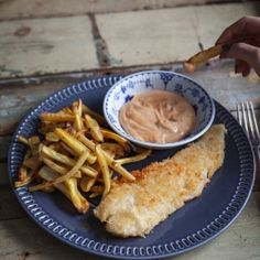 Coconut-crusted fish with veggie fries & spicy mayo - Trois fois par jour Beignets, Cooking Time, Cooking Recipes, Healthy Recipes, Fisher, Good Food, Yummy Food, Fried Vegetables, Fish And Chips