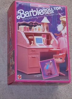 1988 Sweet Roses Barbie Roll Top Desk NUMBER - Writing shelf pulls out to reveal hidden computer - Mattel Barbie Dream, Barbie Doll Set, Barbie 80s, Barbie Doll House, Vintage Barbie Dolls, Barbie World, Barbie And Ken, Barbie Stuff, Barbie Furniture