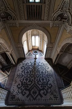 Abandoned - Sammezzano Castle, built in 1605 in Tuscany, with much Moorish design throughout. Abandoned Property, Abandoned Castles, Abandoned Places, Haunted Places, Beautiful Architecture, Beautiful Buildings, Beautiful Places, Old Mansions, Abandoned Mansions