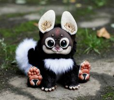 The little creatures are the hand-made art of a girl known as Santani, her nickname on deviantart and vkontakte. Cute and creepy at the same time, these delightful dolls are surely to melt both children and adults hearts, with their big sparkling eyes, fury bodies and tiny paws.