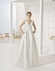 Yuso - Beaded dress, in natural and white.