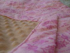 RC Handgemaak: Cuddly Mini Flennie Kwilt - Pienk Flannel Quilts, Mini, Stuff To Buy