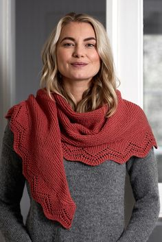 This garter stitch shawl has a lace border which is knitted separately and attached to the finished garment. Knitted with Novita Wool Cotton. Lace Patterns, Knitting Patterns, Knitting Projects, Crochet Patterns, Cowl Scarf, Poncho, Purl Stitch, Lace Border, Garter Stitch
