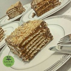 μπισκοτογλυκό Greek Sweets, Greek Desserts, Party Desserts, Greek Recipes, No Bake Desserts, How To Make Cake, Food To Make, No Bake Eclair Cake, Homemade Granola Bars