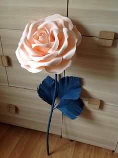 A giant flower with a great flexible stem. You can make the bloom lay, sit or stand by just styling the stem into the desired position. The flower head is made of foamed latex. It is not paper, it can be washed. Stems and leaves - crepe paper. Its dimension and incredible realistic