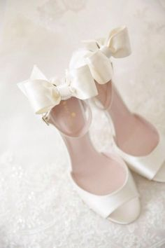 Inspiration for Wedding Shoes - Photo: Wayne & Angela Photographers - . Mod Wedding, Trendy Wedding, Dream Wedding, Wedding Day, Wedding Blue, Casual Wedding, Wedding Story, Wedding Season, Perfect Wedding