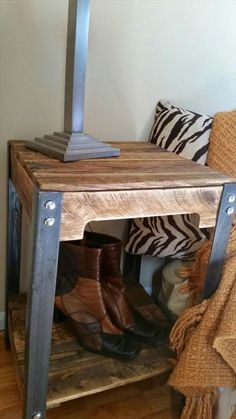 Pallet and Steel End Tables - Nightstands | Pallet Furniture DIY - http://www.homedecoz.com/home-decor/pallet-and-steel-end-tables-nightstands-pallet-furniture-diy/