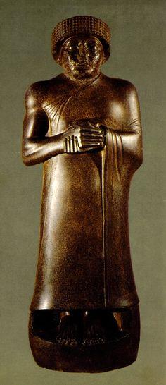 Estátua de Gudéia, Século XXII a.C., Museu do Louvre, Paris.