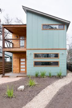 ***Exterior color, wood color, may be too trendy*** We teamed up with H&M and Airbnb to design a beautiful, comfortable and perfectly located home for six lucky SXSW-bound winners. Modern Exterior, Exterior Design, Interior And Exterior, Diy Exterior, Exterior Colors, Roof Design, Window Design, Casas Containers, Austin Homes