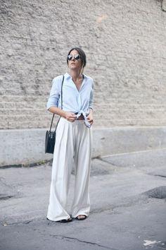 Weite Stoffhosen wie Marlenehosen oder Palazzohosen gehören zu den Trends im Frühling. Wir verraten dir, wie du sie richtig stylst...