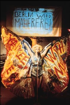 """Hedwig and the Angry Inch.  """"Don´t you know me Kansas City? I´m the new Berlin Wall...!!!"""""""