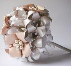 Buque de origami Paper Flower Centerpieces, Paper Flowers Craft, Paper Roses, Paper Decorations, Flower Crafts, Fabric Flowers, Lotus Origami, Origami Paper, Paper Paper