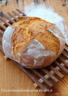 "Cartoline dalla mia Cucina: Pane di Kamut - (Italian) - Kumat Bread - kamut flour Molino Grassi. Aroma and taste unique! --- Ingredients: 350 g of organic flour Kamut ""Molino Grassi"" 220 g of water at room temperature + 15 g of water to hydrate the salt 7 g of salt 5 g of fresh yeast"