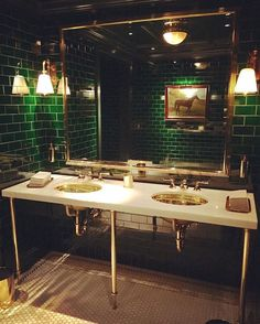 Sunday Night Inspiration: Classic American Chic in Shades of Hunter Green & Brass in the Ladies Room at the Polo Bar Restaurant Bad, Restaurant Bathroom, Gold Bathroom, Bathroom Interior, Bathroom Green, Green Bar, Gold Rooms, Southern Living Homes, Downstairs Toilet