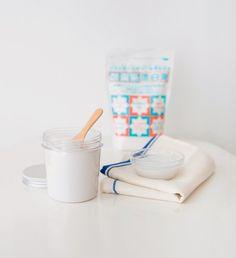 使える!と評価の高い「過炭酸ナトリウム」。重曹やセスキ炭酸ソーダでは落としきれなかったカビやシミに効くうえに、環境にも優しい洗剤です。そんな過炭酸ナトリウムの効果的な使い方を専門家に教わりました。 過炭酸ナトリウムの得意なこと ・ぬるま湯やお風呂の残り湯(30~40℃くらい)を使うと、より効果を発揮しやすい