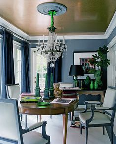 A highly glamorous dining room by Mary McDonald. Love the grey walls, dark green ceramics and shimmering gold ceiling. Home Design, Ceiling Paint Colors, Glitter Paint Ceiling, Wall Colors, Ceiling Paint Ideas, Sparkle Paint, Colored Ceiling, Gold Ceiling, Ceiling Chandelier