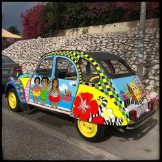 Funny car, makes your day with all the happy colors #colors #funny . . #travel #travelgram #travelling #travelphotography #vscocam #vsco #instatravel #instapic #reizen #livetravelchannel #thegoodlife #photochallenge #photoftheday #vacation #lifestyle #summer #cakesandpumps #curacao #janthielbaai