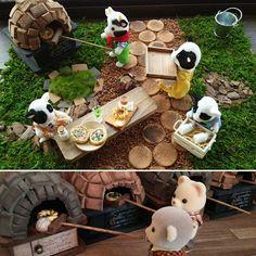 おはようございます♪今朝はお庭での朝食♬.*石窯ピザとちぎりパン、絞りたて牛乳*¨*•.¸¸♪ ピザ釜色違いを作ってみました♪  みなさん良い休日を~✿˘︶˘✿ ).。.:* ♬*゜ #ミニチュア#ガーデン#朝食#お庭#ピザ釜 #スローライフ #シルバニアファミリー#miniatures #dollhouse #garden #dollgarden #breakfast#pizza#sylvanianfamily #sylvanianfamilie #sylvanianfamilies #slowlife #slowlifestyle#goodmorning