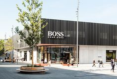 Das Designer Outlet für Premium Fashion » Bis -70% | OUTLETCITY METZINGEN Casual Styles, Outlet Store, Hugo Boss, Marken Outlet, Street View, Outdoor Decor, Shopping, Design, Fashion