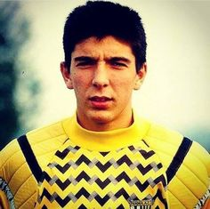 Pierwsze kroki legendarnego Włocha w profesjonalnym futbolu • Gianluigi Buffon na początku swojej kariery sportowej • Zobacz foto >> #buffon #football #soccer #sports #pilkanozna