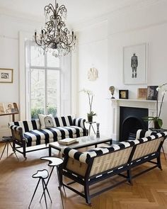 1 The Dark Side: Beautiful Black Furniture & Accessories – Kim The Dark Side: Beautiful Black Furniture & Accessories Living Room With Bold Black and White Stripes ~ Classic Home Decor Home Living Room, Living Room Designs, Living Room Decor, Living Spaces, Small Living, Modern Living, Style At Home, Sweet Home, Black Furniture