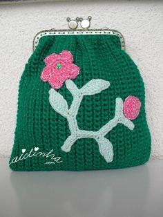 Bolsa, em crochet, verde escura com ramo em crochet