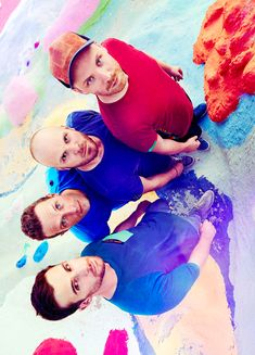 For everything Coldplay check out Iomoio Pop Bands, Music Bands, Guy Berryman, Chris Martin Coldplay, Ariana Grande, Country Music Singers, Look At The Stars, Imagine Dragons, Great Bands
