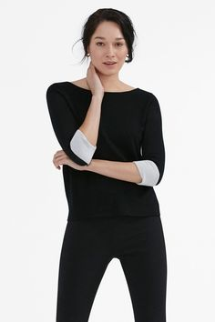 There's more than meets the eye with this luxurious, double-faced merino top. With contrast wool lining that's visible at the cuffs and side vents, it has a cool boxy fit that pairs beautifully with a pair of straight-cut pants or a form-fitting dress. Fashion 2018, Fashion Outfits, Womens Fashion, Fashion Ideas, Straight Cut Pants, Black Tops, Black And White, Capsule Wardrobe, Going Out