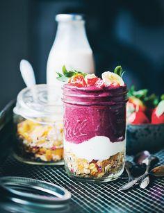 Upside-down breakfast recipe from Green Kitchen Smoothies by David Frenkiel Blueberry Breakfast, Breakfast Recipes, Breakfast Ideas, Smoothie Ingredients, Smoothie Recipes, Upside Down Desserts, Low Carb Recipes, Cooking Recipes, Easy Smoothies