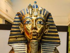 "Entre os dias 25 de março e 20 de abril, desvende os mistérios da terra dos faraós na exposição internacional ""Segredos do Egito"", que acontece no piso térreo Morumbi Shopping."