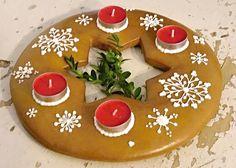 Adventní věnec a svícny z perníku Xmas, Christmas Tree, Christmas Baking, Holiday Decor, Advent, Food, Teal Christmas Tree, Christmas, Xmas Trees