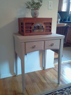 Sewing table....i have one of these!
