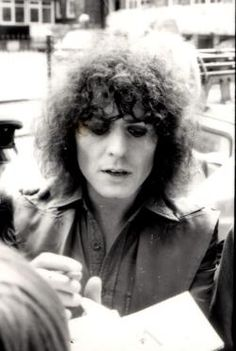 This page is dedicated to Marc Bolan. The most beautiful creation that ever walked on this planet. I have over 5000 pictures and will make this site to the biggest picture collection of all time! KEEP A LITTLE MARC IN YOUR HEART! Poetry Photos, Marc Bolan, Bond Street, My Poetry, Picture Collection, Big Picture, T Rex, Most Beautiful, Pretty