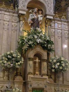 10 Inspirações de decoração de igreja para casamento Wedding Bells, Wedding Ceremony, Wedding Day, Church Flowers, Wedding Bouquets, Wedding Dresses, Floral Arrangements, Floral Wreath, Beautiful
