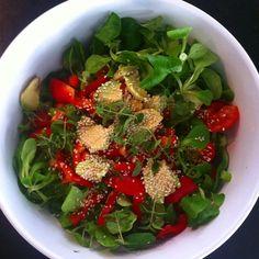 #ShareIG ...og #salat med #avokado #oregano #basilikum #tomat #sesamfrø #kokkerikokkera