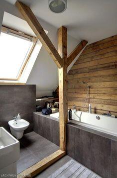 Galeria zdjęć - Drewno na ścianie: szara łazienka na poddaszu z deskowaną ścianą HIT! - zdjęcie nr 2 Urzadzamy.pl