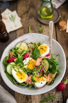 Sałatka z jajka i łososia