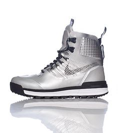 new arrival ec3d2 1f0f1 NIKE Mens high top boot Lace up closure ACG logo on padded tongue Cushioned  inner sole for comfort NIKE swoosh on side
