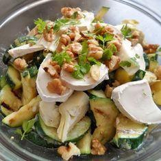 Gegrilde courgette met geitenkaas en walnoten salade