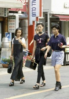 South Korea Street Style: 18 Forgotten Trends All Koreans Were Obsessed With ~ vintage … - Fashion Seoul Fashion, South Korea Fashion, Japan Fashion, 90s Fashion, Trendy Fashion, Korean Fashion, Trendy Style, India Fashion, Korea Street Style