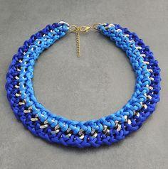 Collar dorado con cordones de seda tonalidades en por BotonDeNacar
