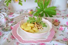 Gnocchi w sosie serowym z rukolą i orzechami
